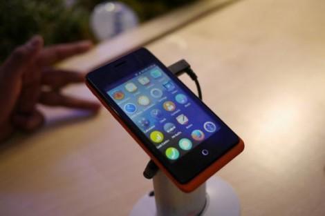 cum-arata-smartphone-ul-care-costa-33-de-dolari-a-fost-lansat-deja-pe-piata-273001