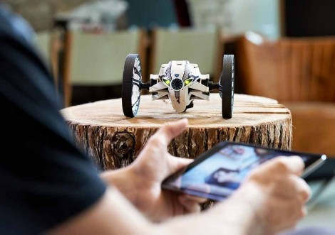 parrot-jumping-sumo9.950x670-adaptive
